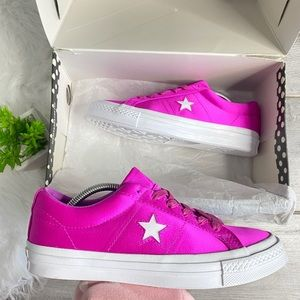 NEW Converse One Star